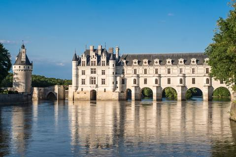 A picture of Chenonceau Castle from the Loire river.