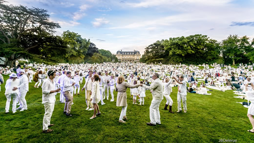 French hotels: People dancing on the grand lawn at Chateau Les Crayeres