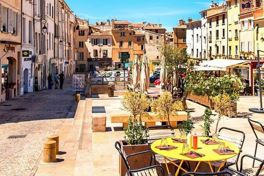 The town center of Aix-en-Provence on a sunny day.