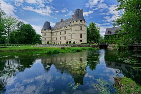 Loire Valley Vouvray Day Trip: See the castle of L'Islette.