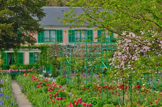 Giverny bike tour: See Claude Monet's house in Giverny.